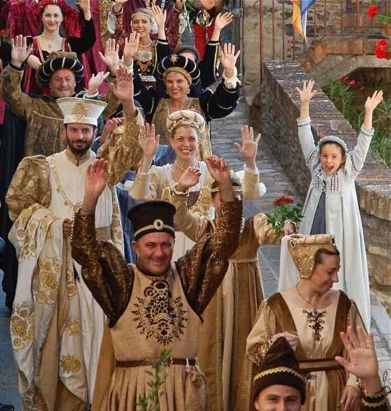 montone rievocazione storica donazione della Santa Spina Braccio Fortebraccio