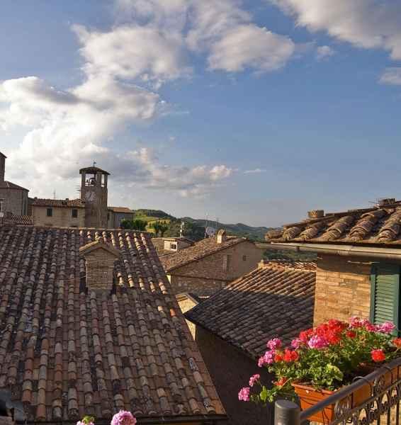 Boutique hotel a Montone, vista del borgo medievale dalla Locanda del Capitano