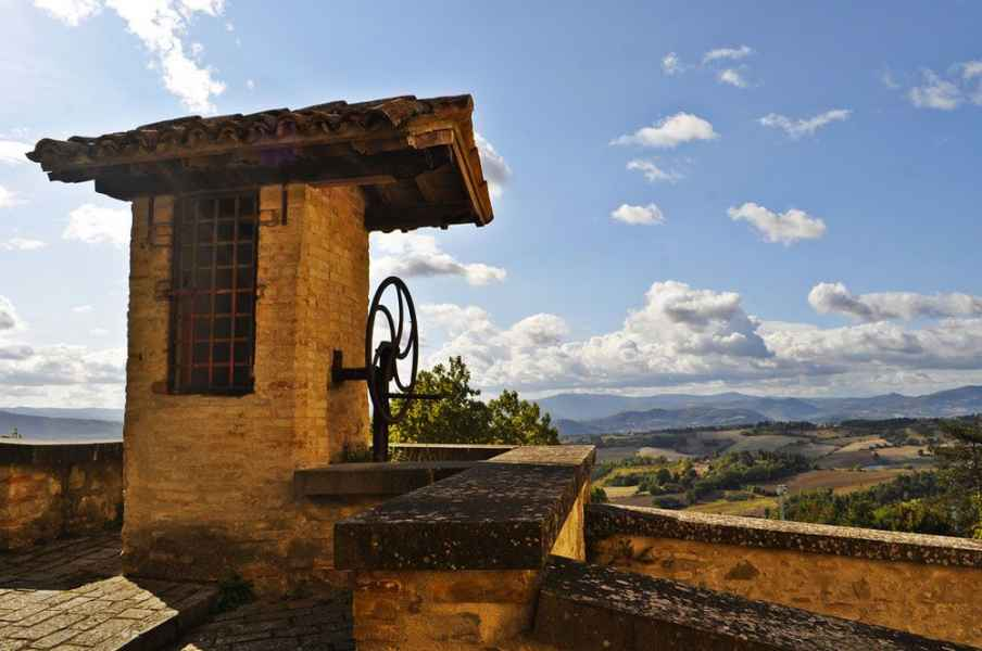Umbria holidays: Montone medieval small village orange flag towns and villages. La Locanda del Capitano hotel restaurant